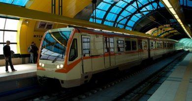 Полицай удари ученик в метрото заради липса на маска